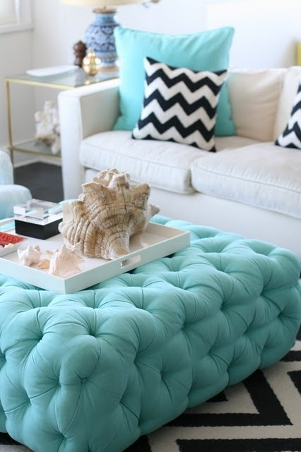 Loving the turquoise.. and the pillows!